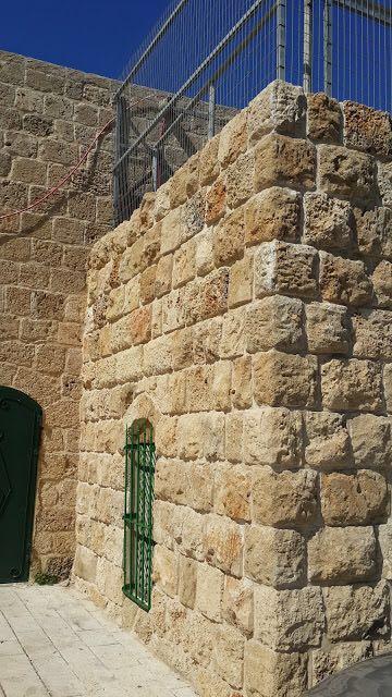 אבן ירושלמית עתיקה