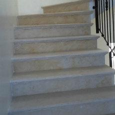 מדרגות אבן מבית פארק האבן