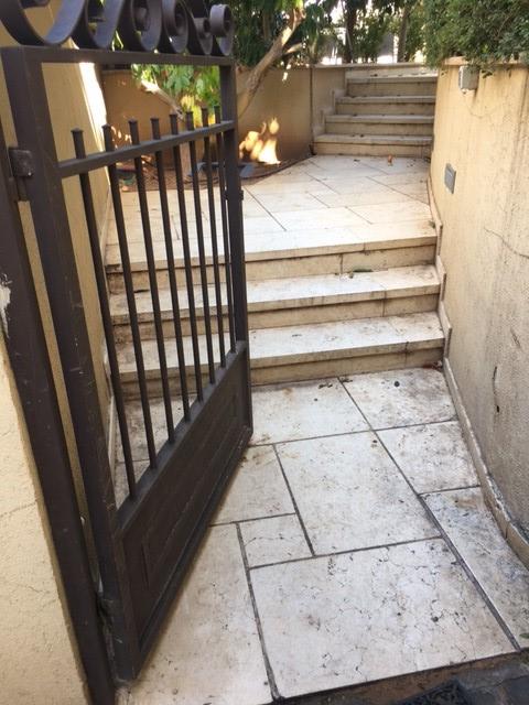 מדרגות אבן עשויות הוליסטון