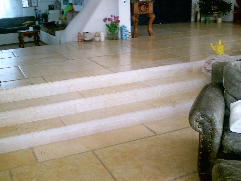 מדרגות מקסימות במרכז הבית