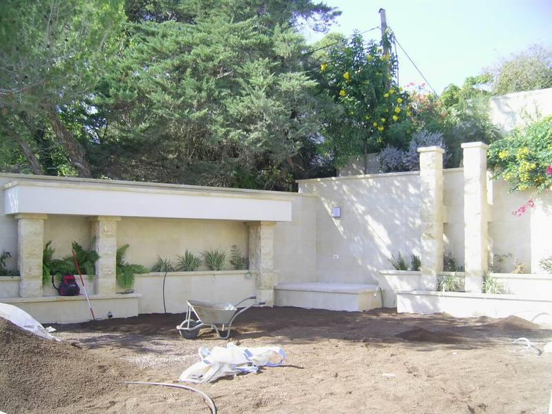 עבודות אבן בחצר בית בכרמל
