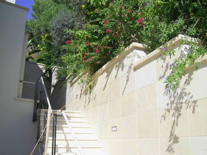 מדרגות חוץ יוקרתיות ומרשימות בבית בכרמל